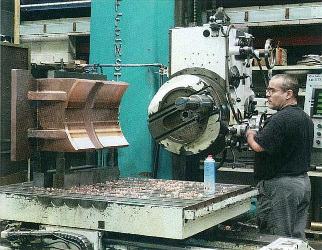 Des moyens d'usinage conséquent permettent à Sodafom de livrer des produits finis.